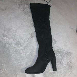 High knee black boots 🙌🏼